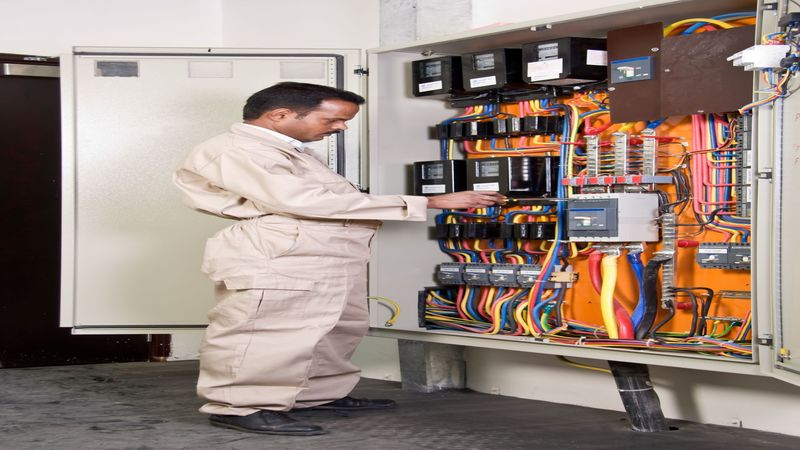 Important Projects to Outsource to Professional Industrial Electricians
